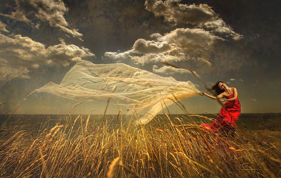 555616__woman-in-wheat-field_p
