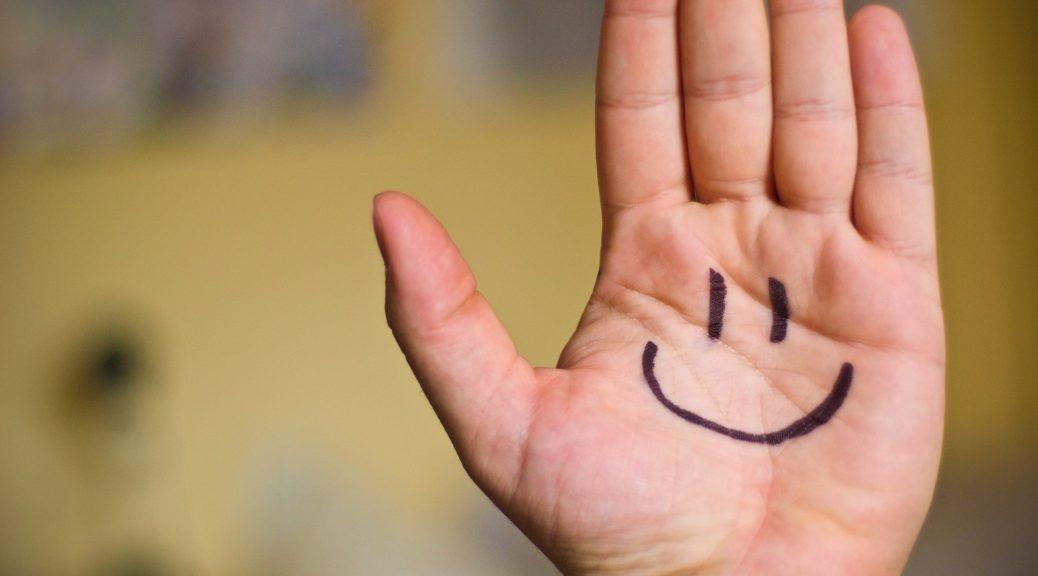 frase-sul-sorriso-dei-bambini-con-frasi-aforismi-e-citazioni-sul-sorriso-sorriso-e-il-ridere-in-allegria-e-frasi-sul-sorriso-2420x1599px-frase-sul-sorriso-dei-bambini